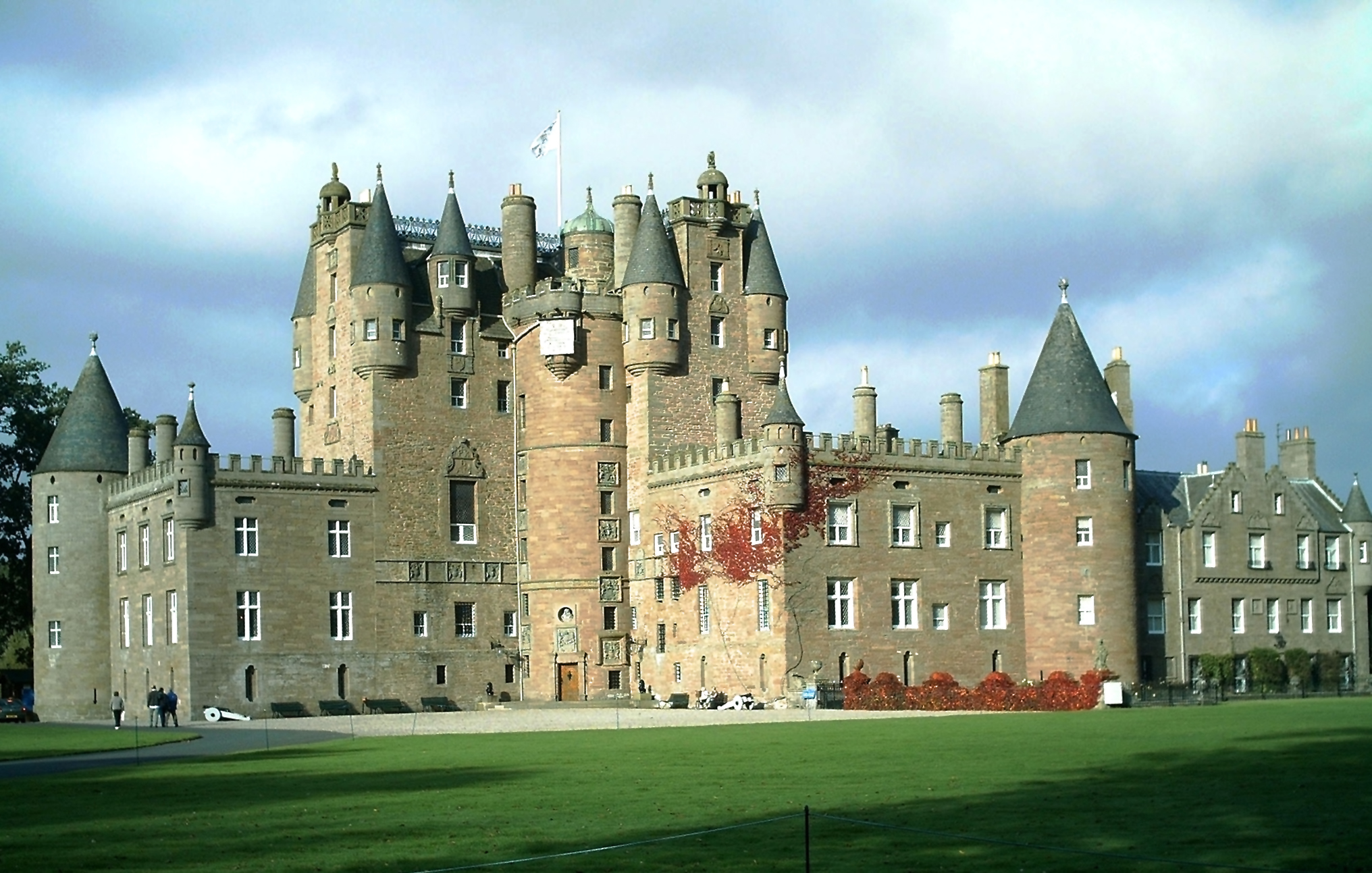 Glamis Castle, Angus & Dundee - Wikimedia Commons