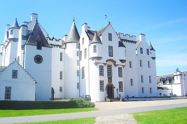 Blair Castle, Perthshire copyright David Monniaux