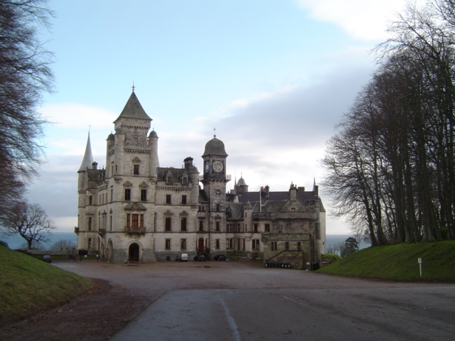 Dunrobin Castle, Scottish Highlands - Wikimedia Commons