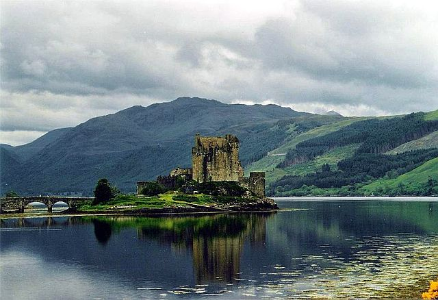 http://www.whichcastle.com/castle-images/scottish-highlands/eileandonancastle1.jpg